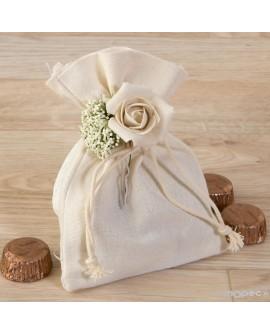 Bolsita de algodón con flores y bombones.
