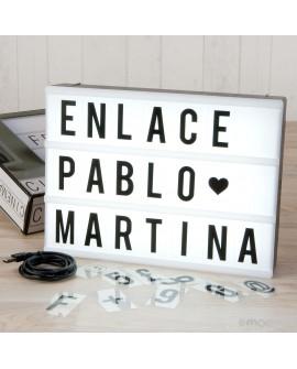 Cartel letrero con luz y letras intercambiables.