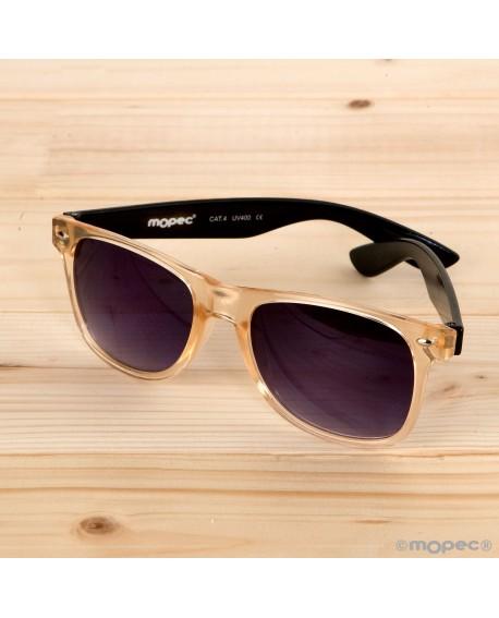 Gafas de sol semi-transparentes patillas negra y lentes moradas