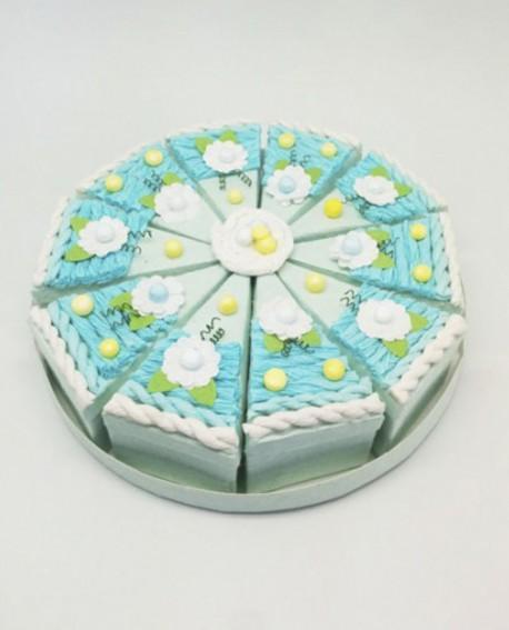 Tarta de cajitas con forma de porciones azul