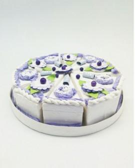 Tarta de cajitas con forma de porciones lila