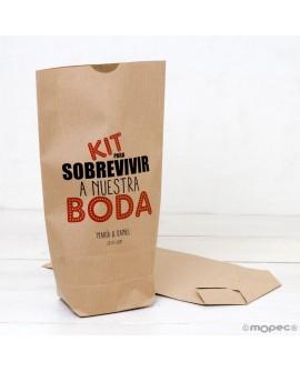 """Bolsa de papel kraft """"Kit para sobrevivir a nuestra boda"""" en color."""