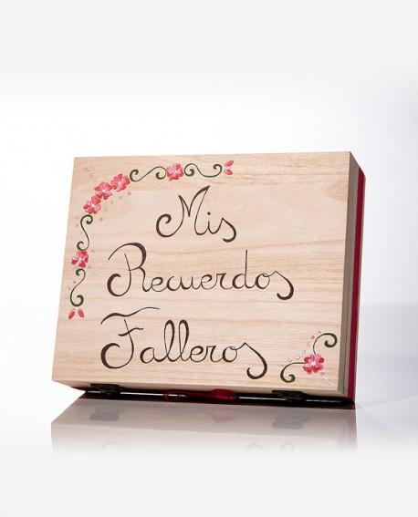 """Caja de """"Mis recuerdos falleros""""."""
