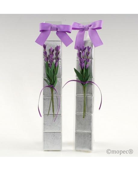 Bombones con ramitas de lilas.