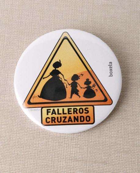 Chapa alfiler Falleros cruzando